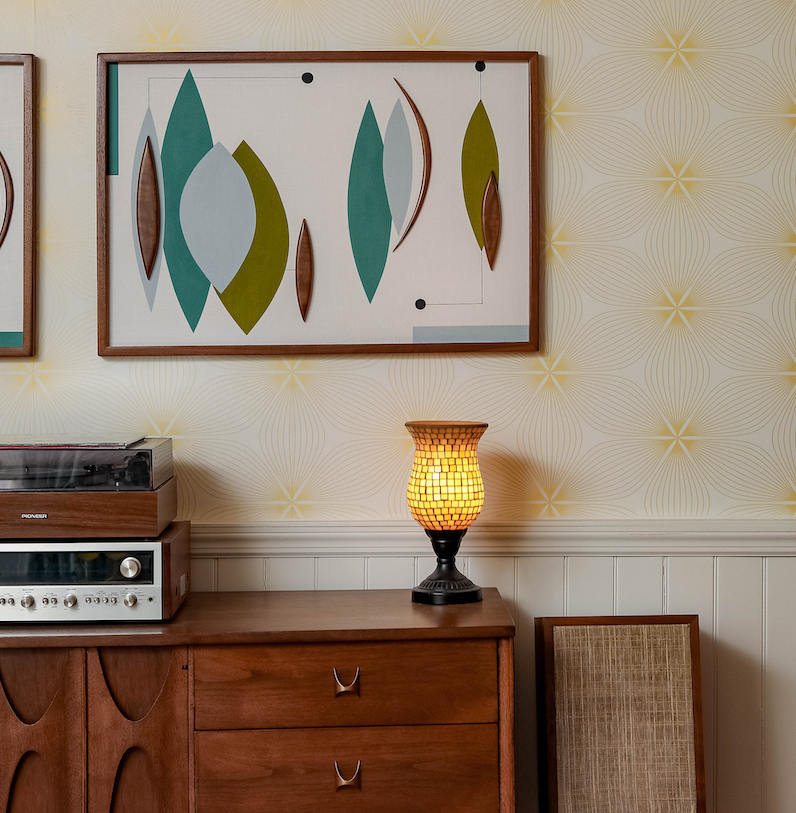 dining-room-console-table-hanging-artwork